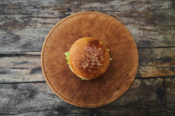 Consumul de burgeri în timpul sarcinii – ce provocări aduce viitoarelor mămici şi cum îşi pot satisface poftele în mod sigur şi fără riscuri?