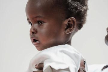 Prima vacanţă a bebeluşului la munte sau la mare – avantajele hrănirii cu lapte praf